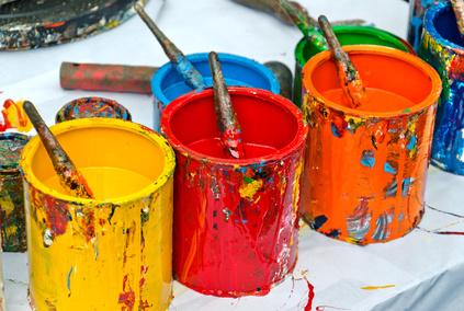 Künstler Farbdosen mit Pinsel rot gelb orange