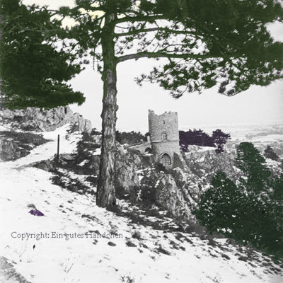 Schwarzer Turm, Mödling, Wienerwald, Niederösterreich. Das beliebte Mödlinger Ausflugsziel auf einer winterlichen Aufnahme vor 100 Jahren.